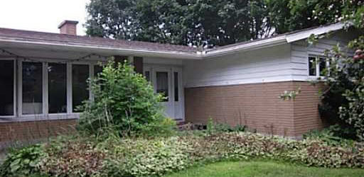 Spacious affordable three bedroom in desirable Parkwood/ Fisher Hts.
